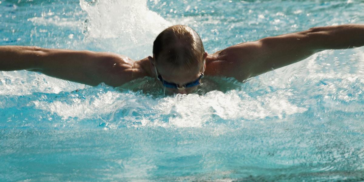 Beneficios de la natación en enfermedades varicosas