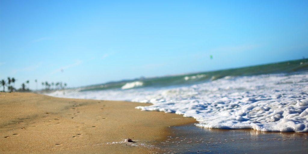 Pasa un día en la playa cuidando las varices