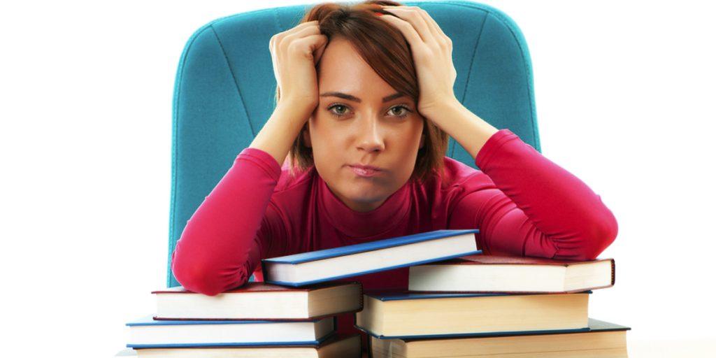 Pasar mucho tiempo sentado durante los exámenes puede perjudicar a las varices
